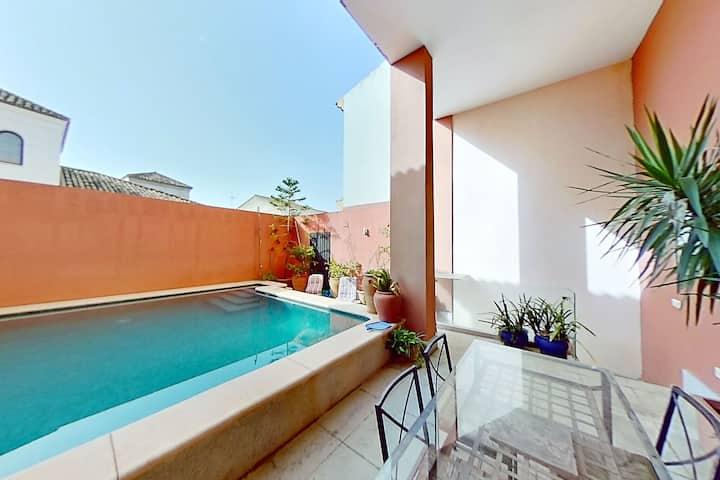 Casa de diseño con piscina a 15 minutos en coche de Sevilla