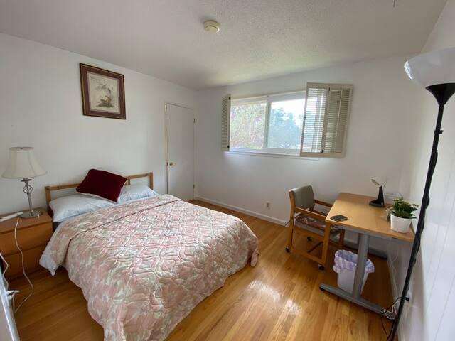 Room 1 /Charming  Comfortable Room