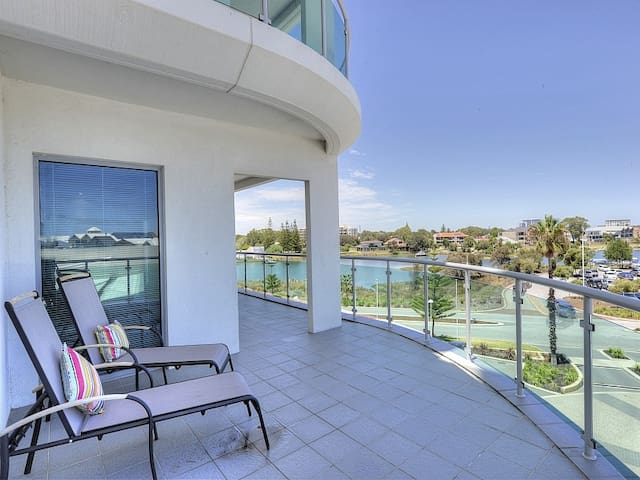 1 bed seaside apartment _Seaside 201*SPECIAL DEAL - Mandurah - Huoneisto