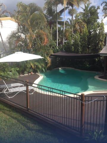 PaDee's Palace Room 1 - clean quiet safe friendly - Parramatta Park - บ้าน