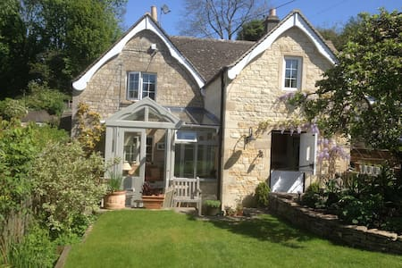 Cotswold cottage & beautiful garden - Eastcombe