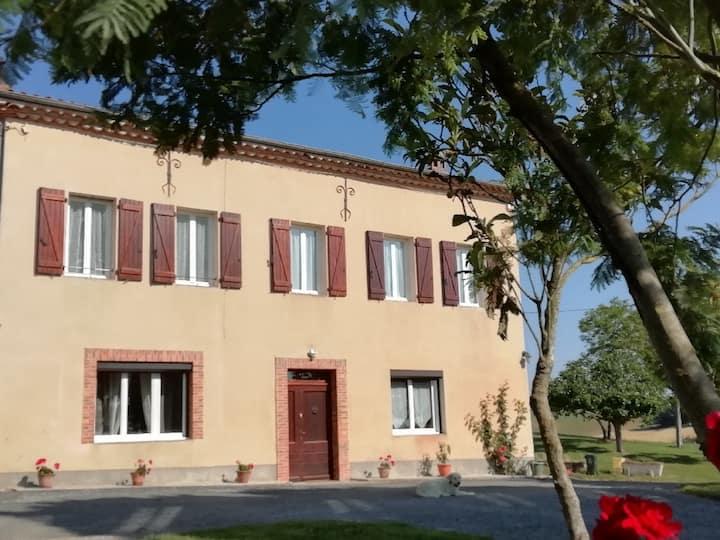 Belle maison de campagne avec piscine en occitanie