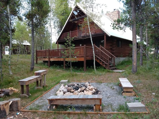 Authentic Log Cabin Experience in Mack's Inn Area!