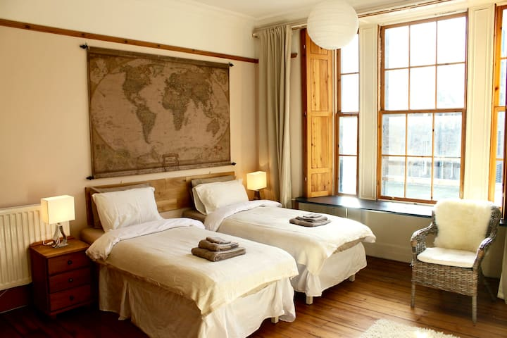 En suite - Large Twin room -Central