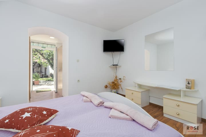 Apartment Laureta 2 - Studio A2 - one bedroom, for max 2 pax, Green Garden for Children and Pets, close to beach