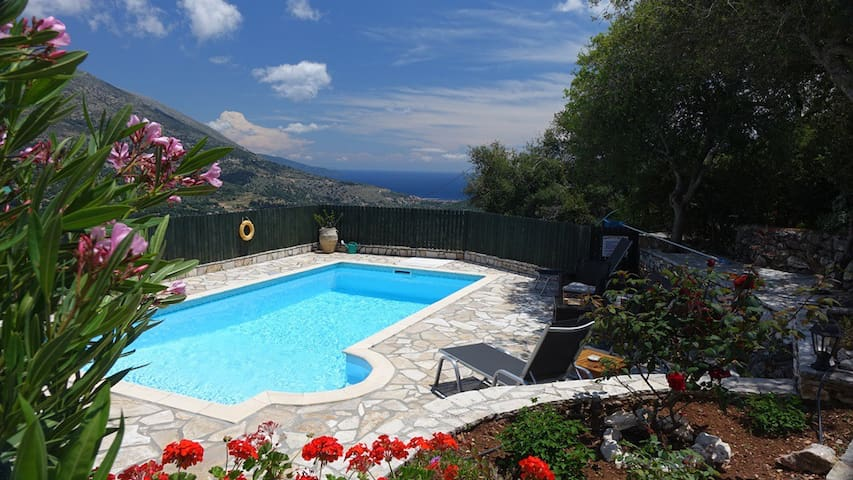 Superb Villa with private Pool, Stunning Sea Views - Makriotika