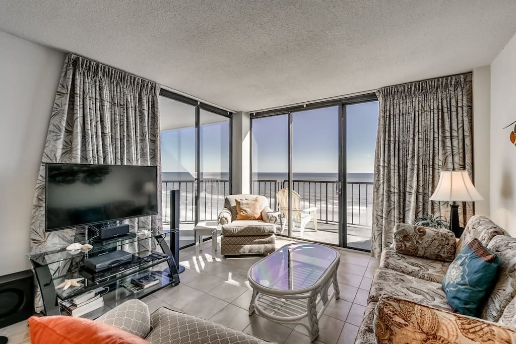 Chair,Furniture,Indoors,Room,Bathtub