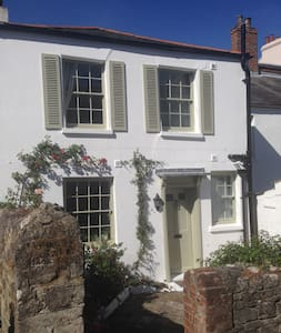 Cosy Cottage with beautiful sea views - Ryde
