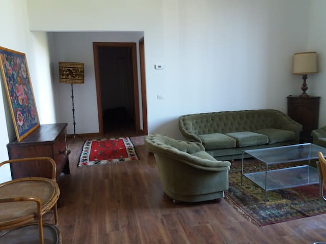 Cozy flat in independent villa - Settimo Milanese - Huis