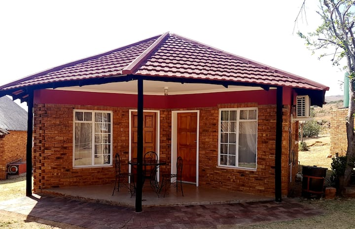 Magalies Retreat - Aircon Bungalow, sleeps 4