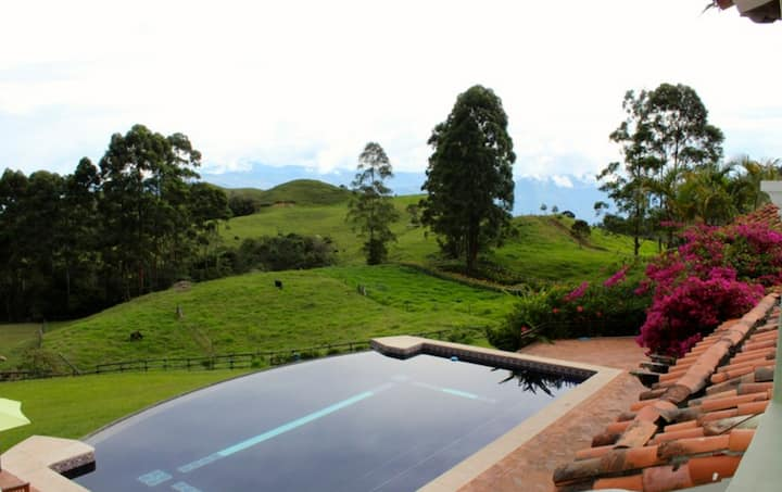 """Hacienda Cafetera """"La Cordillera"""""""