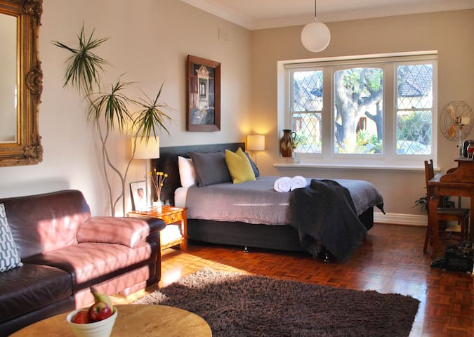 Charming Studio in Bayside Hotspot! - Ripponlea - Apartment