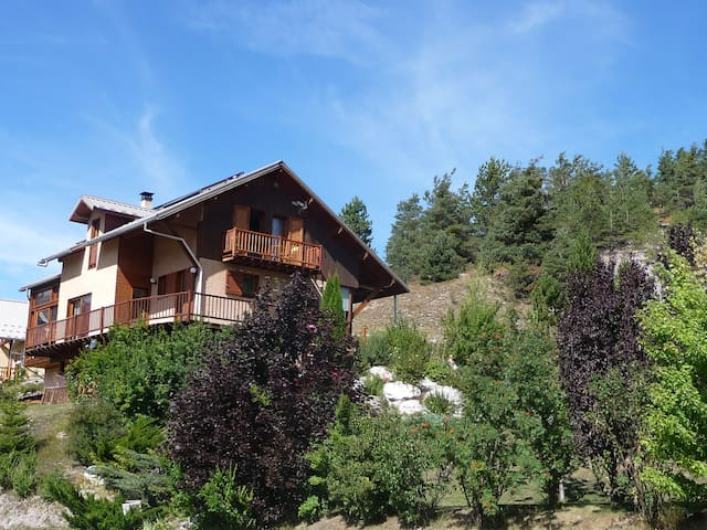 "Le Cheval de Bois: Chambre ""Le pain de sucre"" - Saint-Pons - Bed & Breakfast"