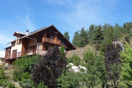 Chambres d'hôte à la montagne : le Pain de Sucre - Saint-Pons - Bed & Breakfast