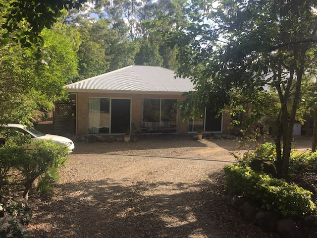 Quiet acreage still close to beach. - Yandina Creek - Casa
