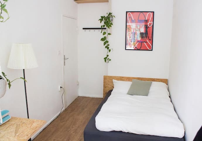 bright room in the center of Berlin with garden