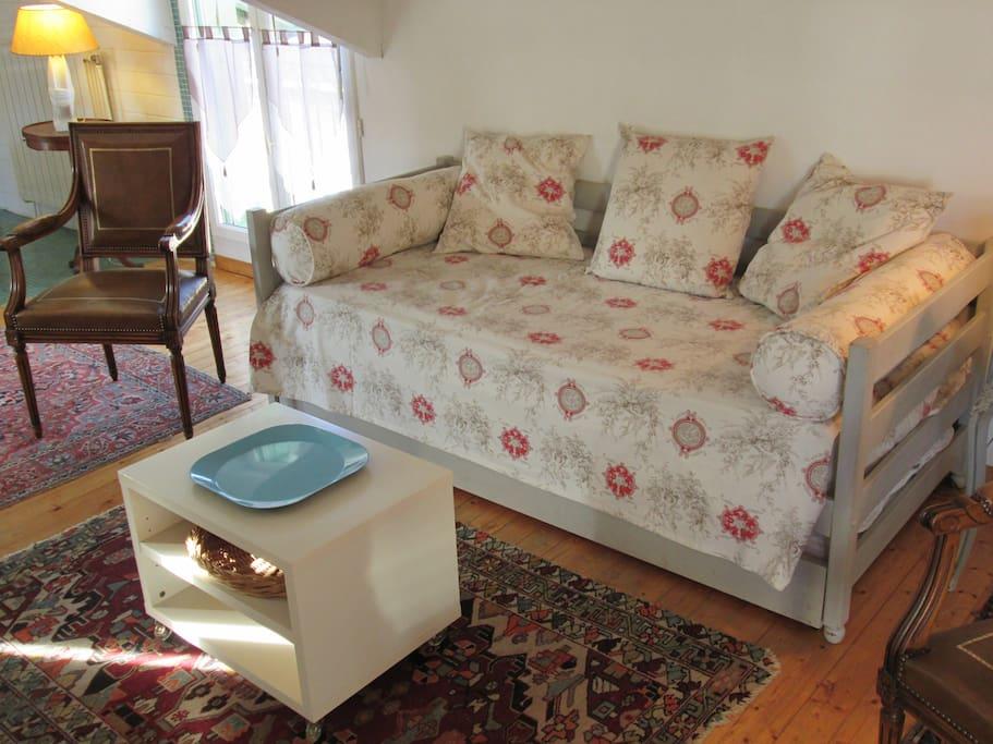 Le canapé se transforme en 2 vrais lits