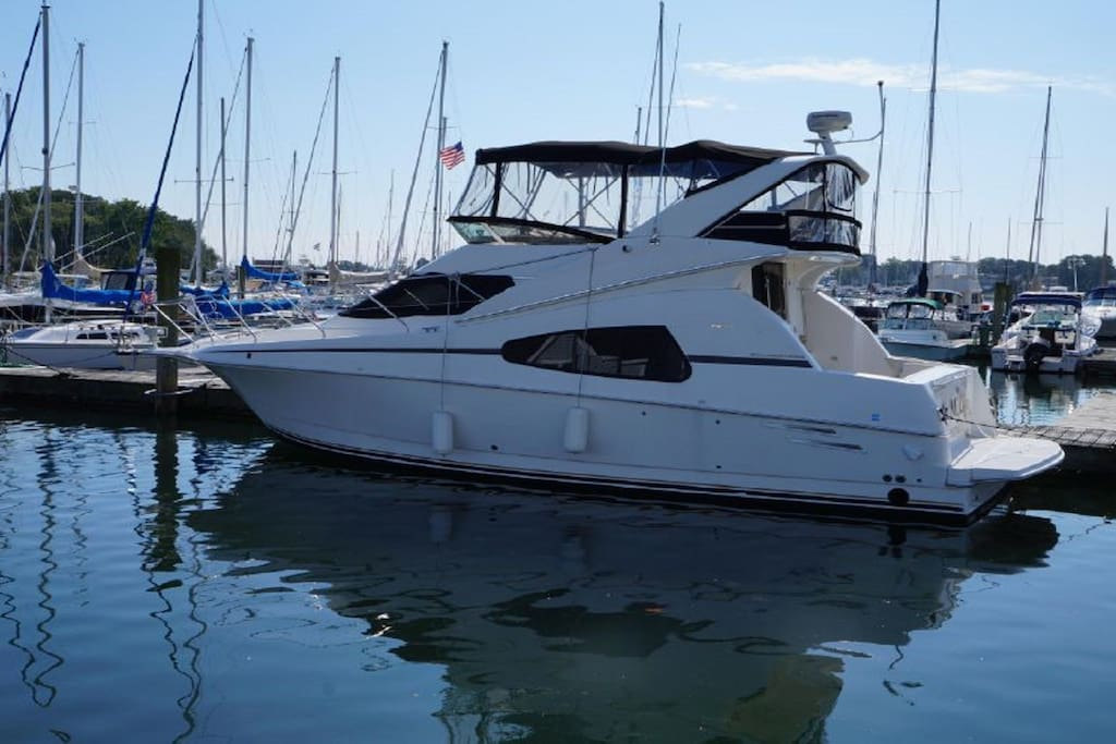 33 foot motor yacht
