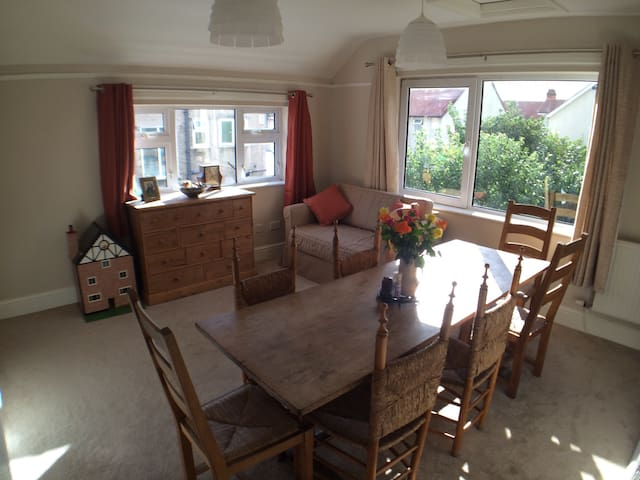Very spacious sea side flat - Rhos on Sea - Apartment