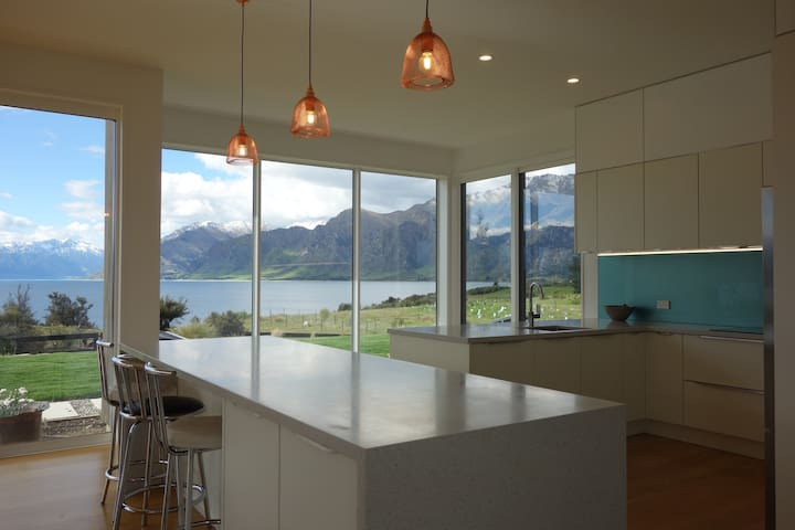 Modern Lake-front Home : Country Setting - Lake Hawea