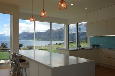 Modern Lake-front Home : Country Setting - Lake Hawea - House