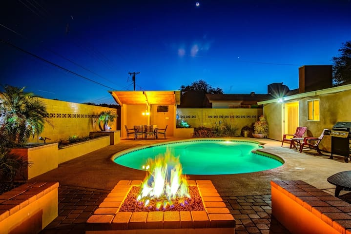 DIAMOND Oldtown Scottsdale 5 BDRM Estate w/Heated Pool-Spa ❤️ Resort Yard w/2 Cabanas-Spa-Billiards.