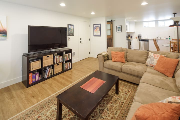 "★ North Ave ""Nest"" ★ Brand New Apartment ★"