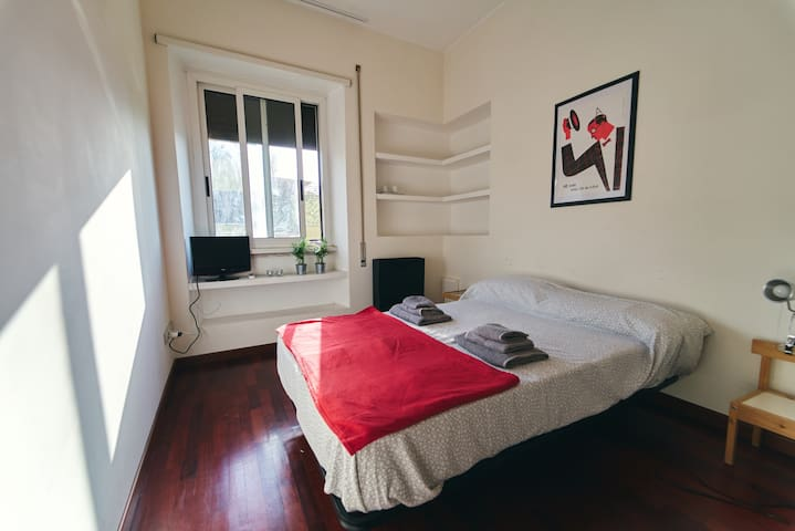 Charming Sunny Double Room in San Giovanni Rome