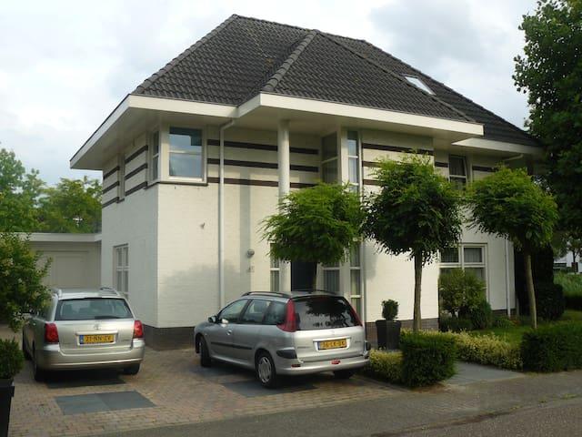 Prachtige villa in Helmond - Helmond