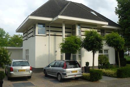 Prachtige villa in Helmond - Villa