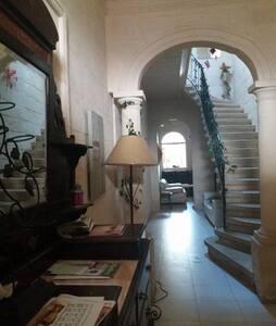 Single room in beautiful central townhouse - Santa Venera - Reihenhaus