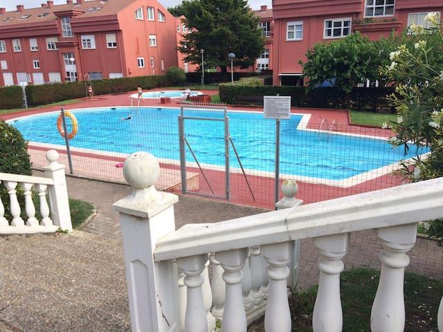 Piso cerca del mar en urbanización con piscina - Santa Cruz de Bezana - Apartemen