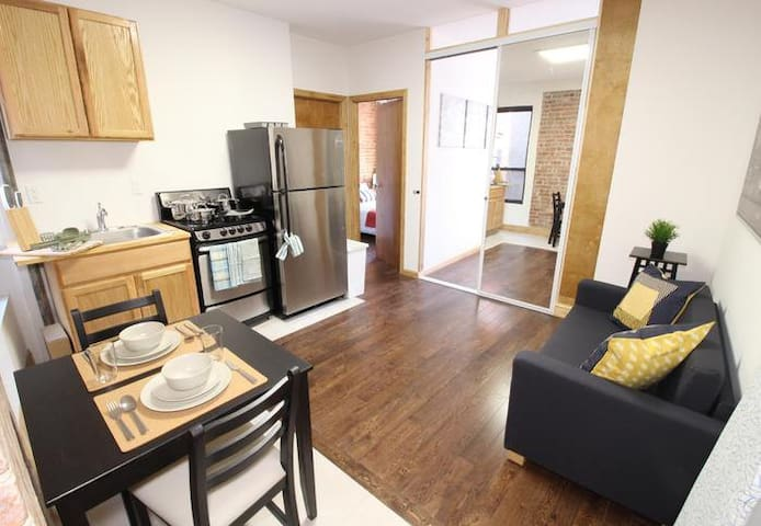 Bright Room in Manhattan 3BR Apartment in the Heart of UES