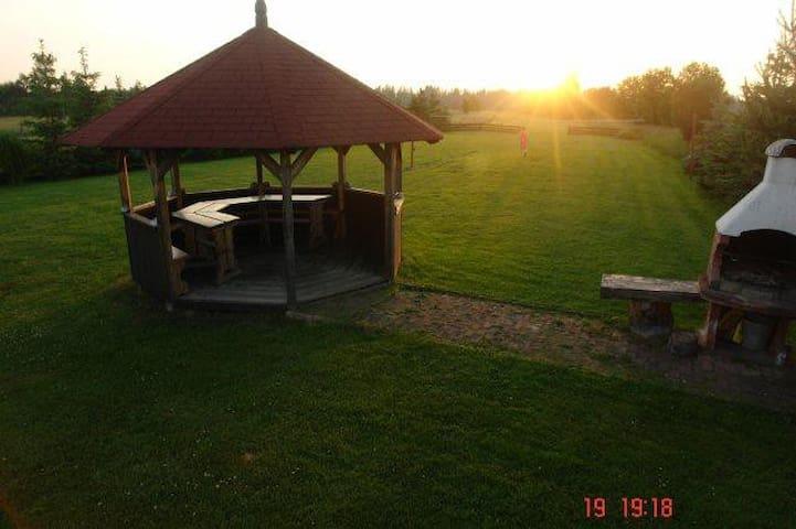 Druga z chatek za wsią