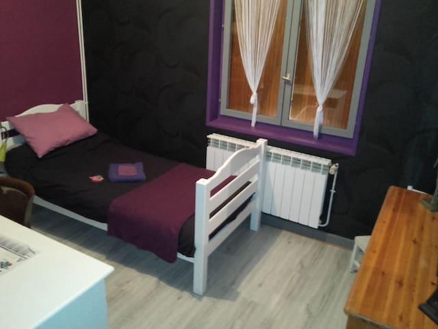 chambre rénovée de 14m2 - Saint-Étienne - Hus