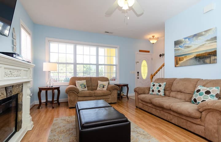 Halt's Away-Carolina Beach Townhome Perfectly Suited For That Family Getaway!