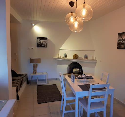 Villa Aspros - Traditionell, ruhig & strandnah