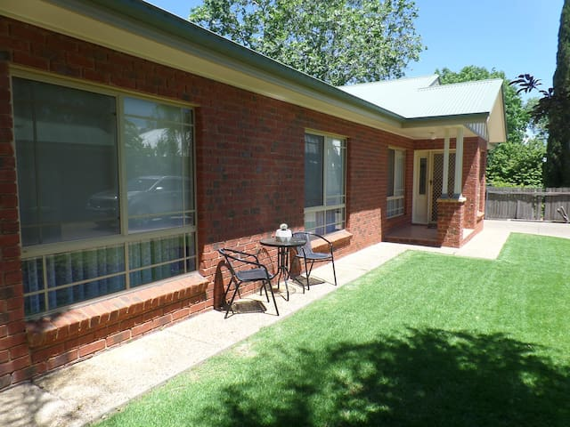 Wagga Holiday Apartments - Apartment 2 - Turvey Park - Apartemen