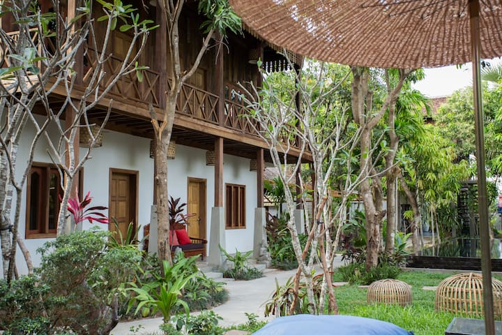 Paradise Retreat Villa with Outdoor Pool - Krong Siem Reap - Casa de camp