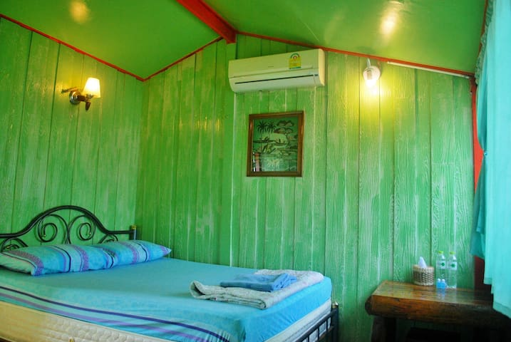 PailinGuestHouse(Double room+A/C Private Bathroom)