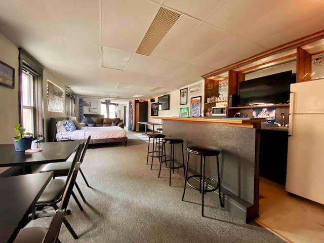 Indy's 'Small' Party Pad - Dugout Bar Party Loft
