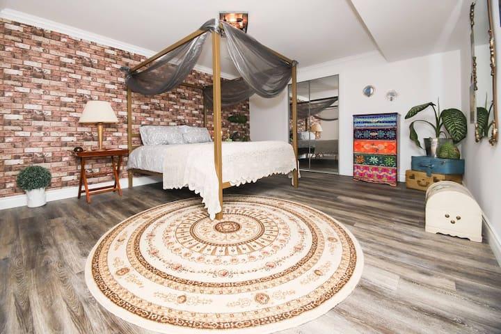 Romantic Luxury apartment near Lake Wilcox!