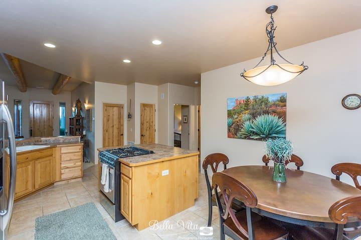 Full kitchen/dining area