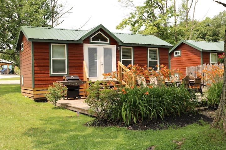 Deluxe Camping Cabin (Grand River Valley KOA)