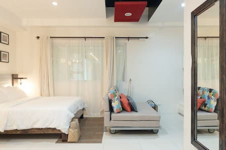 HOMEY MODERN STUDIO NEAR SESSION RD - Condominium
