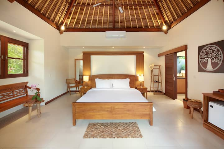 MASTER BEDROOM IN PRIVATE VILLA IN BERAWA/CANGGU!