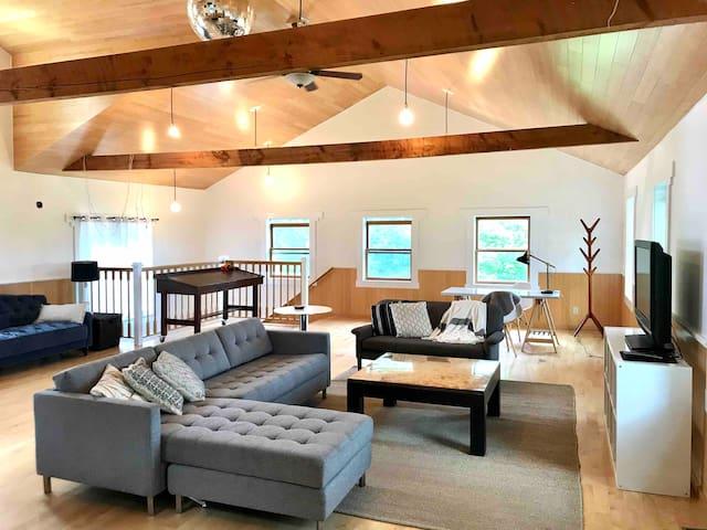 3 bdrms and spacious yoga loft on a serene farm