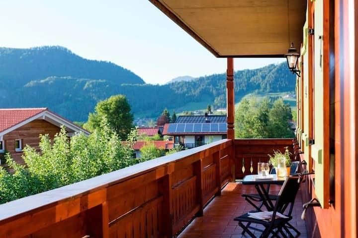 Bergblick / 2 Balkone/ 110 qm / FeWo Sonnenschein
