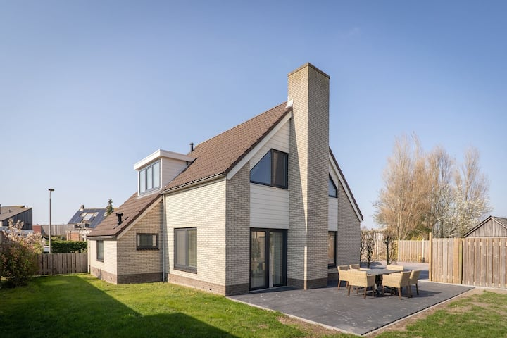 Modern Holiday Home in De Cocksdorp with Private Terrace