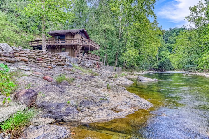 Spacious riverfront cabin w/ multiple decks.